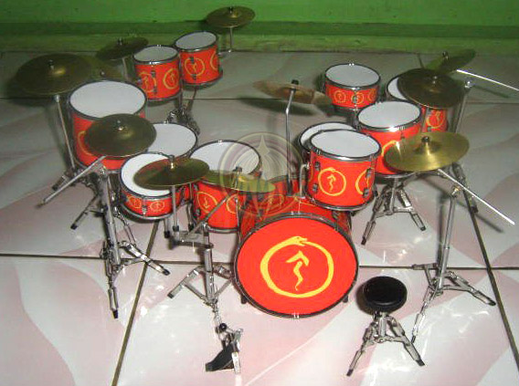 Miniature drum set Neil Pearts Snakes